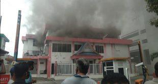 gedung telkom pekanbaru terbakar